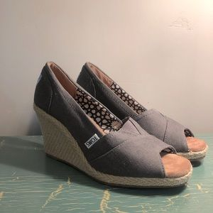 Toms Gray Wedge Size 5